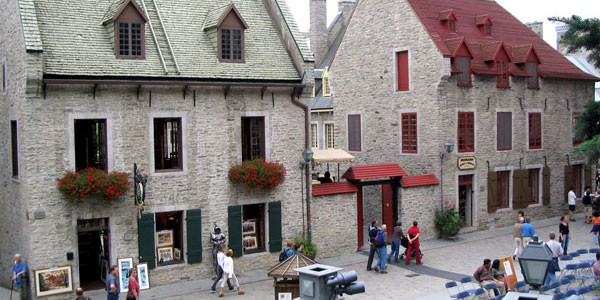 Within the walls of old qu bec l int rieur des murs du for Auberge autre jardin quebec city